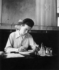 Simon de Beauvoir at Cafe Les Deux Magots (by Robert Doisneau) 541 х 640