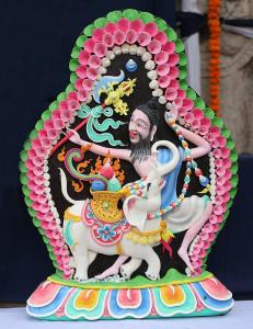 скульптуры с выставки буддистского монастыря