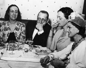 Коко Шанель, Игорь Стравинский и Мари-Лор де Ноай в Кафе де Флор 574 х 457