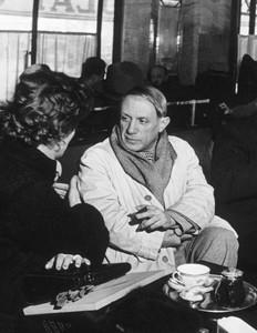 Пабло Пикассо в кафе де Флор, 1939          500 х 646