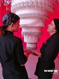 Кимберли Бейли и торт-люстра  650 х 867