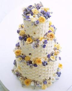 Свадебный торт с засахаренными цветами 400 х 500
