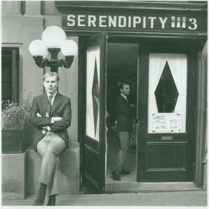 Энди Уорхол возле Serendipity, 1961 800 х 801