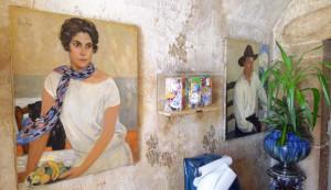 портрет Пола и Тинтин в интерьере гостиницы 684х 396