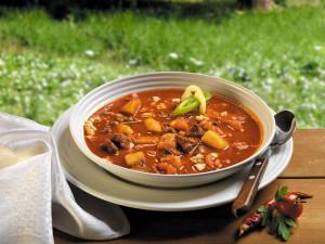 венгерский суп-гуляш  800 х 600