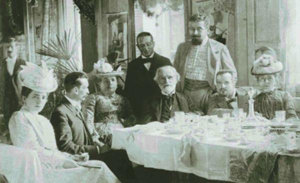 Джузеппе Верди за столом в кругу друзей 600 х 367
