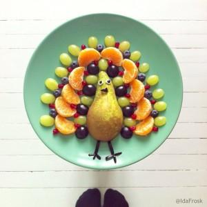 фуд арт_фруктовый салат павлин_Ida Skivenes