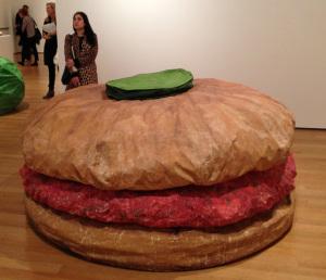Гигантский гамбургер (1962)_автор Клаас Ольденбург