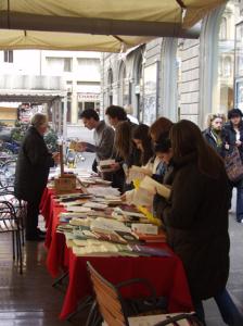 рынок поэтических книг и журналов в кафе Джуббе Россе