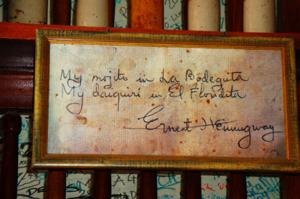 памятный автограф Хемингуэя в баре Флоридита 650 х 433