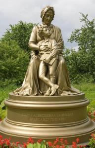 усадьба Захарово. Бабушка и внук 500 х 781