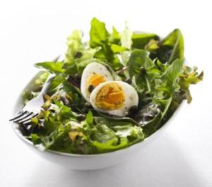 шпинат с яйцами вкрутую