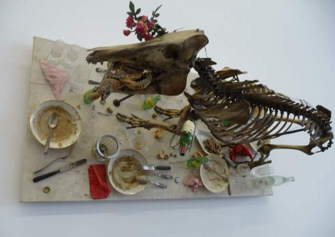Daniel_Spoerri_ассамбляж со скелетом теленка