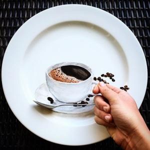 Жаклин Пуарье-гиперреализм-чашка кофе