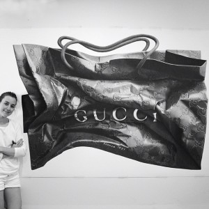 арт-работы-художник CJ Хендри-гигантская мятая сумка гуччи