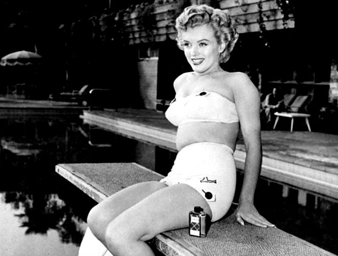 мерелин моноро-рекламное фото у бассейна отеля рузвельт