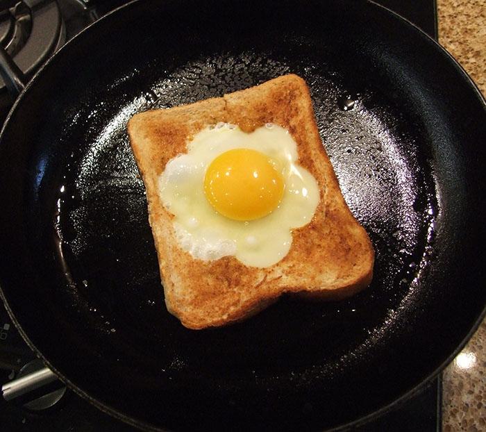 яйцо в батоне на сковороде рецепт с фото