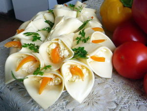 салат-букет_ сэндвич-сыр с начинкой