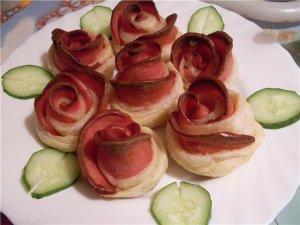 букет роз из слоеного теста и колбасы-1