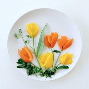 букет тюльпанов из болгарского перца и зелени