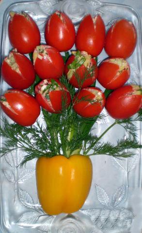 букет тюльпанов из фаршированных помидор-2