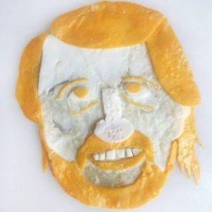 шарж из яичницы на Тома Эгеланна