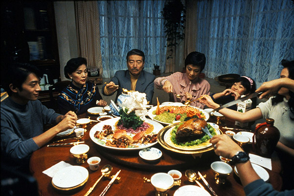 Yin shi nan nu (1994 Taiwan/US) aka Eat Drink Man Woman Directed by Ang Lee Shown: Dinner scene