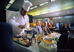 airlinefood_обед на борту Boeing 747_обед на фарфоровой посуде.