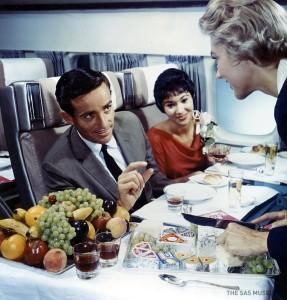 airlinefood_обед на борту Boeing 747_раздача2.