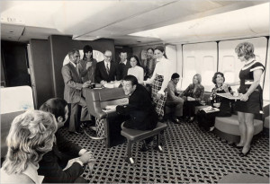 american-airlines-B747-piano-bar