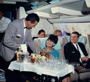 сцена из фильма про Джеймса Бонда - QuantAS 1965 году