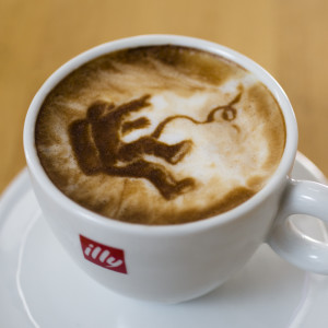 michael-breach_latte-art-gravitaciya