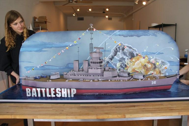 Battleship_Cake-торт, сделанный пекарней Даффа Голдмана, Charm City Cakes West, для премьеры Броненосец Universal Pictures 2012
