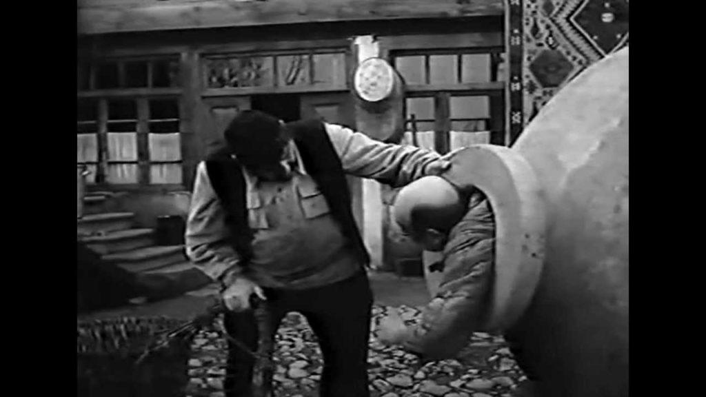 сцена из фильма Кувшин (1970)