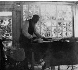 Лев Толстой на террасе в Ясной Поляне. 1903 год