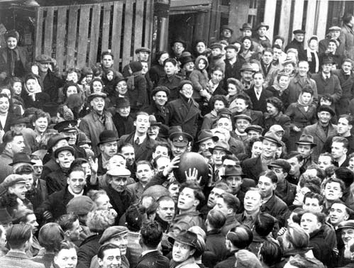 shrovetide-football-at-atherstone-in-the-1920s